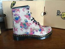 Dr. Martens Women's 8 Castel Floral  Bouquet Taupe Beige Flowers New  Doc Denim