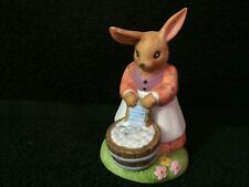 "Figurine Rabbit Washing Clothes Mother Goose By Shafford 1986 3 3/4"" Tall"