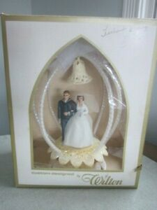 VINTAGE CAKE TOPPER BRIDE/GROOM NAVY UNIFORM 1971 - WILTON BOX