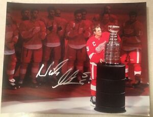 Detroit Red Wings NICKLAS LIDSTROM Signed 11x14