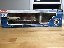 GETTY 2004 FORD MUSTANG CARRIER 40TH ANNIVERSARY LTD EDITION WITH 2 MUSTANGS NIB