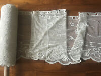 Vintage hand madeTuscany lace, filet lace valance, rose pattern 1980s, per meter