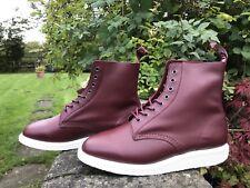 Dr. Martens Homme/Unisexe Whiton rouge cerise cuir SOFTY T Bottes UK 8 EU42 Entièrement neuf dans sa boîte