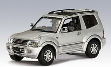 Autoart 57113 MITSUBISHI PAJERO 1999 + SWB SCALA 1/43 Die-cast model car