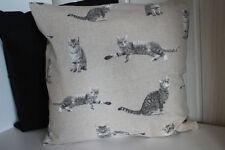 Dekokissen im Landhaus-Stil mit Katzen-Motiv