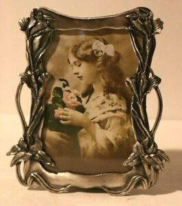 PRETTY STANDING SILVERY METAL + GLASS  PICTURE FRAME 5X5.5 INCHES VINES&FLOWERS