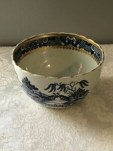 "BLUE WILLOW SMALL FRUIT BOWL. GOLD ACCENTS  BEAUTIFULLY SCALLOPED TOP *3.5"" HT.*"