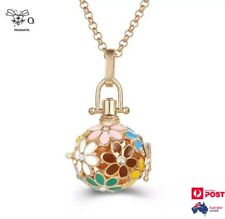 Round Coloured Flowers Locket Aromatherapy Oils Diffuser Gold Necklace + 2 Balls