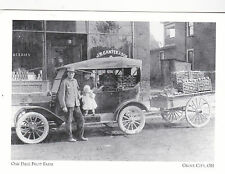 """Oak Dale Fruit Farm"" -Man & Family Sell Produce- *Grove City (#121) {Postcard}"