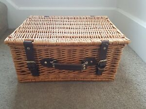 Wicker Picnic Basket Hamper Storage Box with lid and straps 30 x 40 x 19 cms