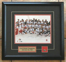 MENS 2002 TEAM CANADA OLYMPIC GOLD MEDAL PHOTO MATTED FRAMED 17X16 PLATE & PIN