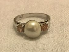 Silver ring with pearl and crystals