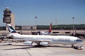 JFOX WBA3402001 1/200 CATHAY PACIFIC AIRWAYS AIRBUS A340-211 REG: VR-HMU W/STAND