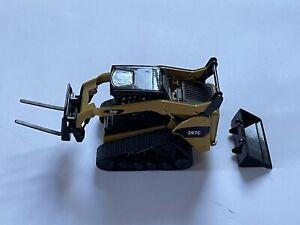 Norscot M1326 Caterpillar Cat 297C Multi-Terrain Loader with Work Tools 1:32