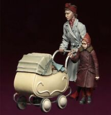 1:35 Mother And Daughter And Baby Carriage Resin Figures Unfinished