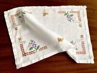 VINTAGE HAND EMBROIDERED WHITE LINEN TRAY CLOTH TABLE CENTRE 15.5X10.5  Inches