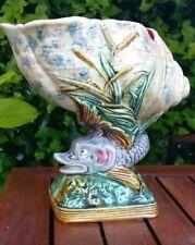 Bouquetière en barbotine décor dauphin et coquillage style Palissy ancienne.