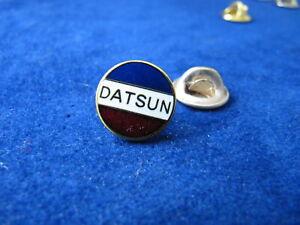 Auto Pin / Pins -  DATSUN   - EMAILLIERT- Siehe Bild