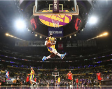 LeBron James Baseball Los Angeles Lakers THE DUNK Unsigned Photo Picture 8x10