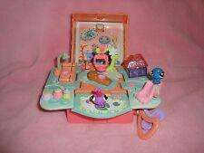 Hasbro 2006 Littlest Pet Shop Teeniest Pet Lizard house W/Caterpillar &butterfly