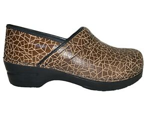 Sanita Women's Size 40 US 7.5 Clogs Closed Back Brown Textured Danish Comfort