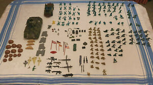 Job Lot Over 200 Vintage Green Plastic Army Military Soldiers, Scenery, Vehicles
