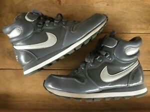 NIKE SNOW WAFFLE ( WOMENS SIZE 8 ) PATENT GRAY W/ SHERPA LINING PREOWNED
