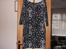 ladies designer dress size 8 from GUESS, in exellent condition