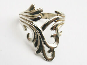 Sterling silver ring with twisted scroll design size S