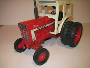 International Harvester Farm Toy Tractor 1466 with cab OLD Ertl 1/16