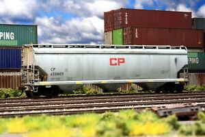 CP Rail Covered Hopper - Weathered - Ho Scale - Walthers Mainline