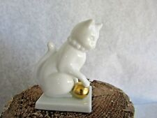 Franklin Mint Curio Cabinet Cat - Blanc de Chine Cat - 1988