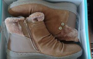 Baretraps Boots Winter Faux Fur Ankle Alick Whiskey Sz 9 M in box