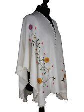 Poncho péruvien ouvert en laine avec fleurs brodées ORIGINE PEROU