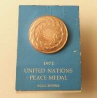Official United Nations Peace solid bronze medal by Franklin Mint 1971