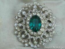 BEAUTIFUL VINTAGE 50'S WHITE DIAMANTE ENCRUSTED EMERALD GREEN CUT GLASS BROOCH
