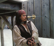 Johnny Depp UNSIGNED photo - 7192 - Pirates of the Caribbean