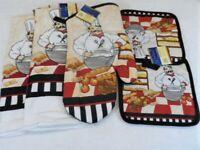 Italian Chef 5 Piece Kitchen Decor Potholders, Oven mitt, Towels set