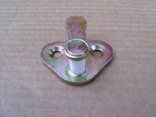 LAND ROVER DEFENDER DOOR STRIKER PLATE DOOR LATCH STRIKER PLATE - MUC8526 - NEW