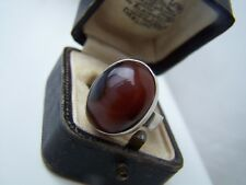 GORGEOUS RARE VINTAGE SOLID STERLING SILVER RED MOLDED AGATE RING SIZE N 6 1/2