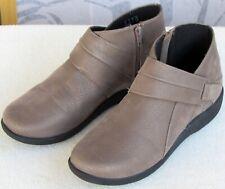 8 | Clarks Cloudstepper Women Metallic Gold Zip Up High Top Ankle Boot
