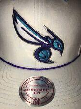 4353b451f6f23 Mitchell   Ness Charlotte Hornets Gorra del ventilador de la NBA ...