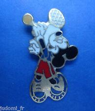 Pin's pin DISNEY MICKEY AU SERVICE TENNIS ( ref L15 )