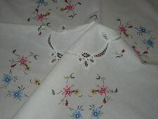 Wunderschöne  Mitteldecke  Tischdecke  83 cm / 84 cm   Handarbeit  Shabby Chic