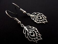 A PAIR OF PRETTY LEAF/FEATHER THEMED EARRINGS. NEW.