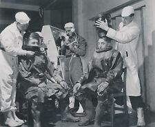 ROYAUME-UNI c.1950 - Laboratoire Atomique de Windscale Scaphandriers - Div 7683