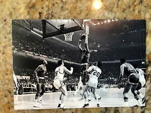 WILT CHAMBERLAIN 1965-66 PHOTO PHILADELPHIA 76ers VS BOSTON CELTICS