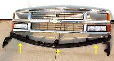 94 98 CHEVY GMC Truck Center Bumper Filler Tahoe Suburban Yukon GM1087180