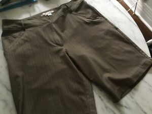 """Nike Ladies Fit Dry  Brown Striped Golf  Shorts 12 / 34"""""""