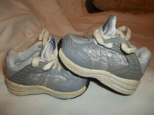 Nike Baby Toddler Shoes Size 2C Silver Free Shipping